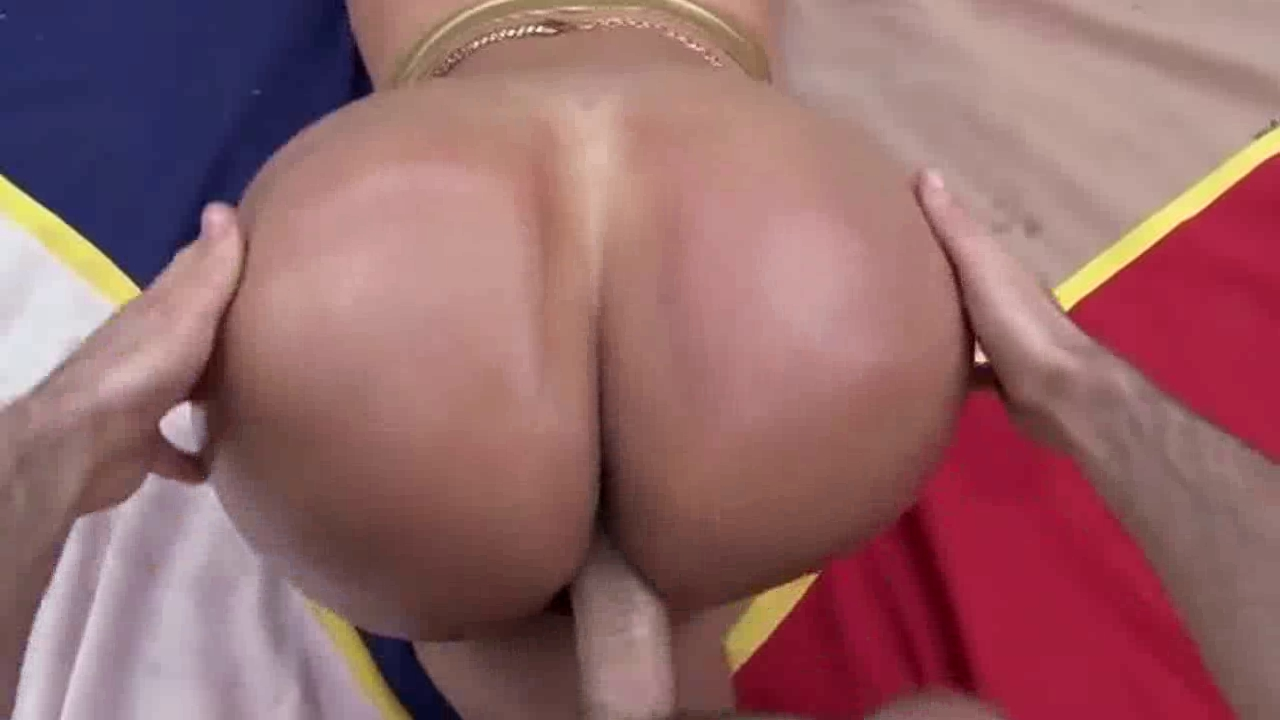 Big Booty Latina Candid
