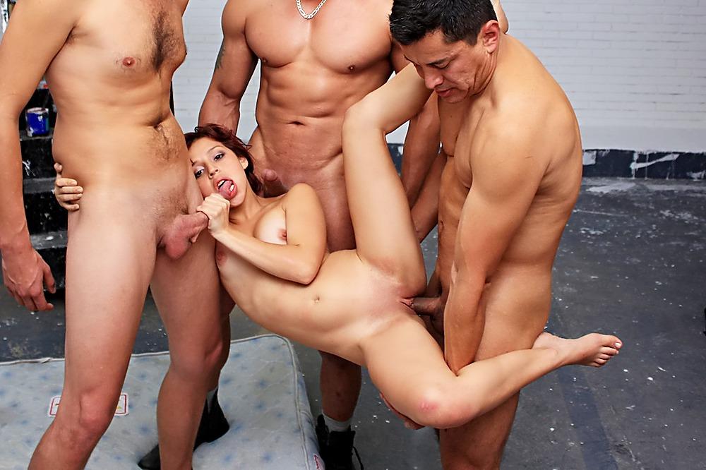 Смотреть порно групповой хардкор