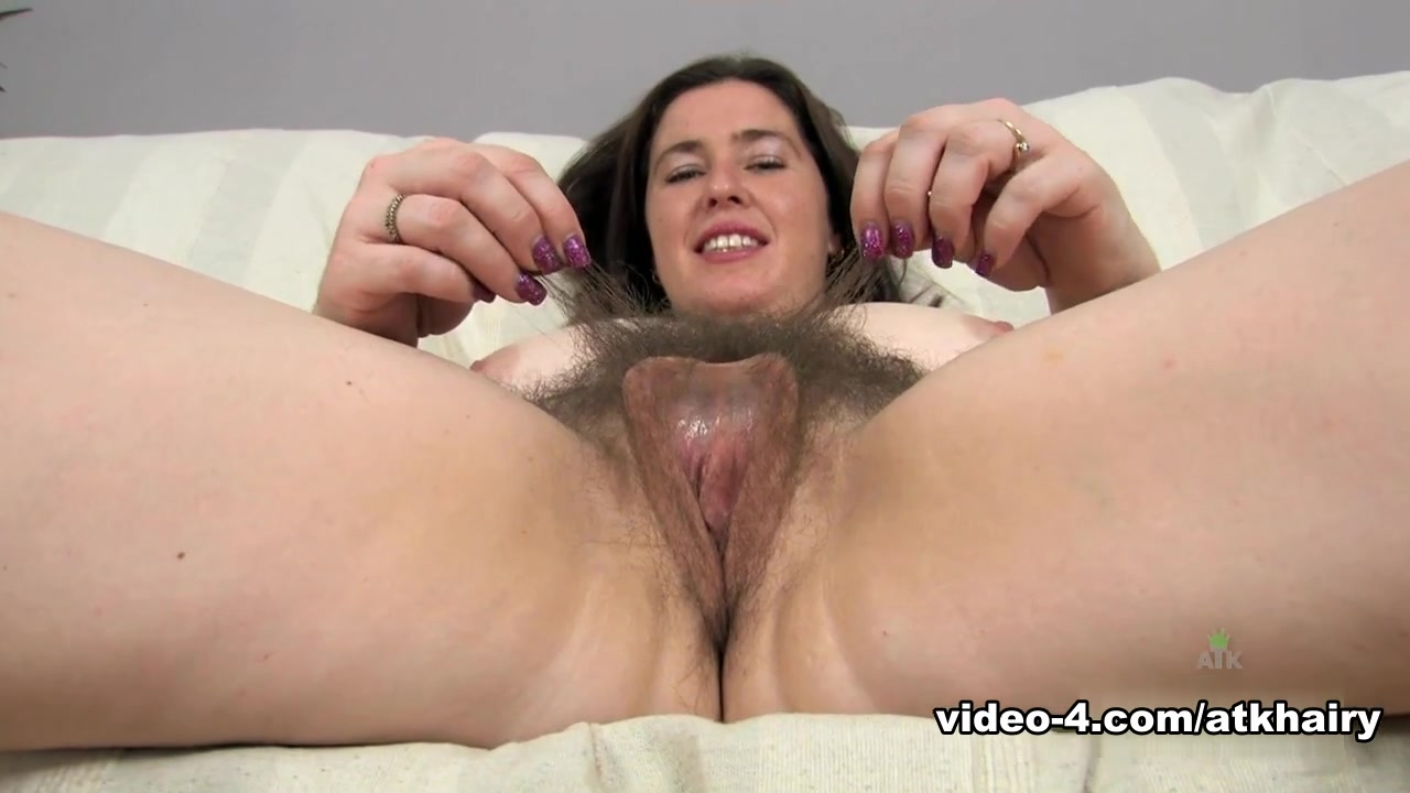 Uk milf janey pleases her hungry and hairy pussy 2