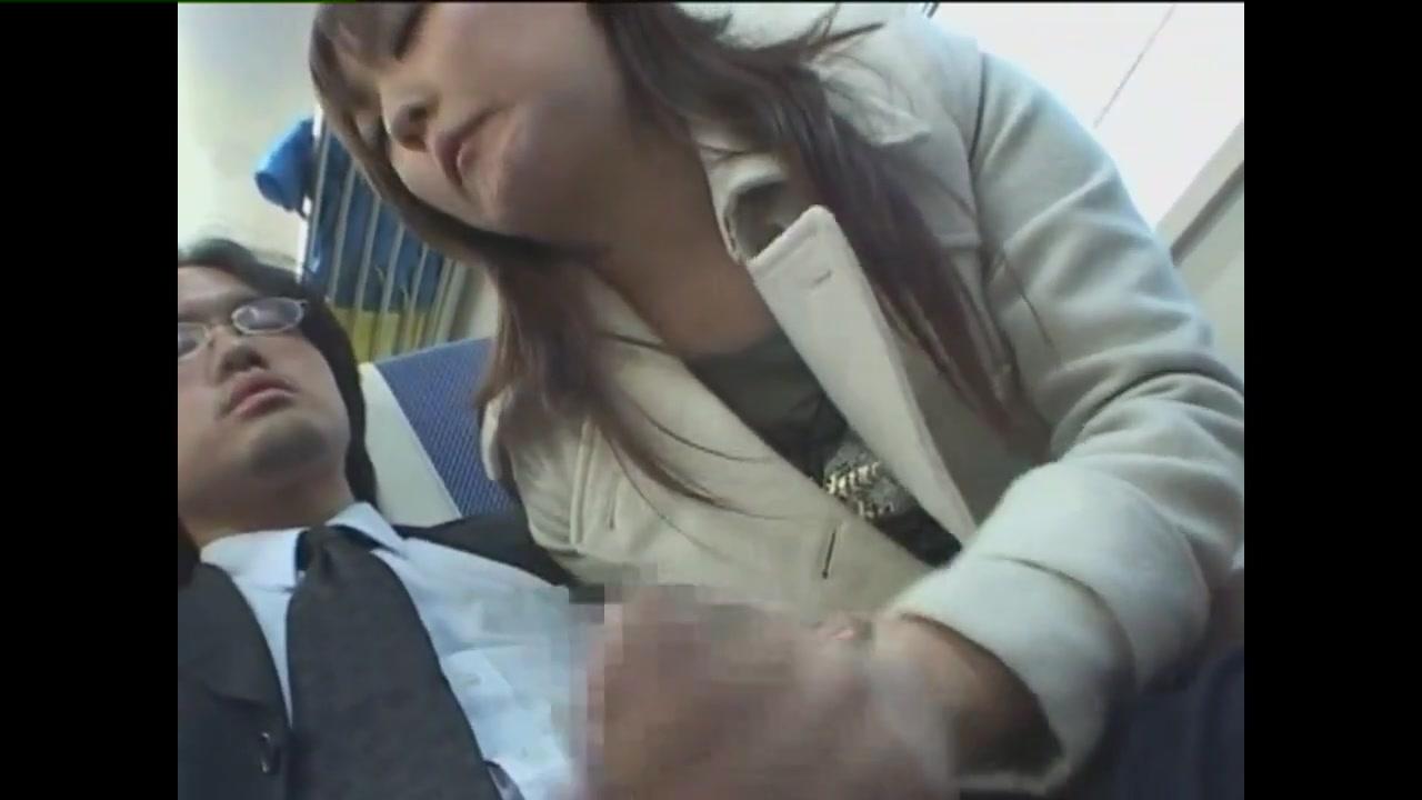走る電車内で痴女お姉さんが隣のリーマンのチンポを淫靡に手コキして射精させちゃうの!
