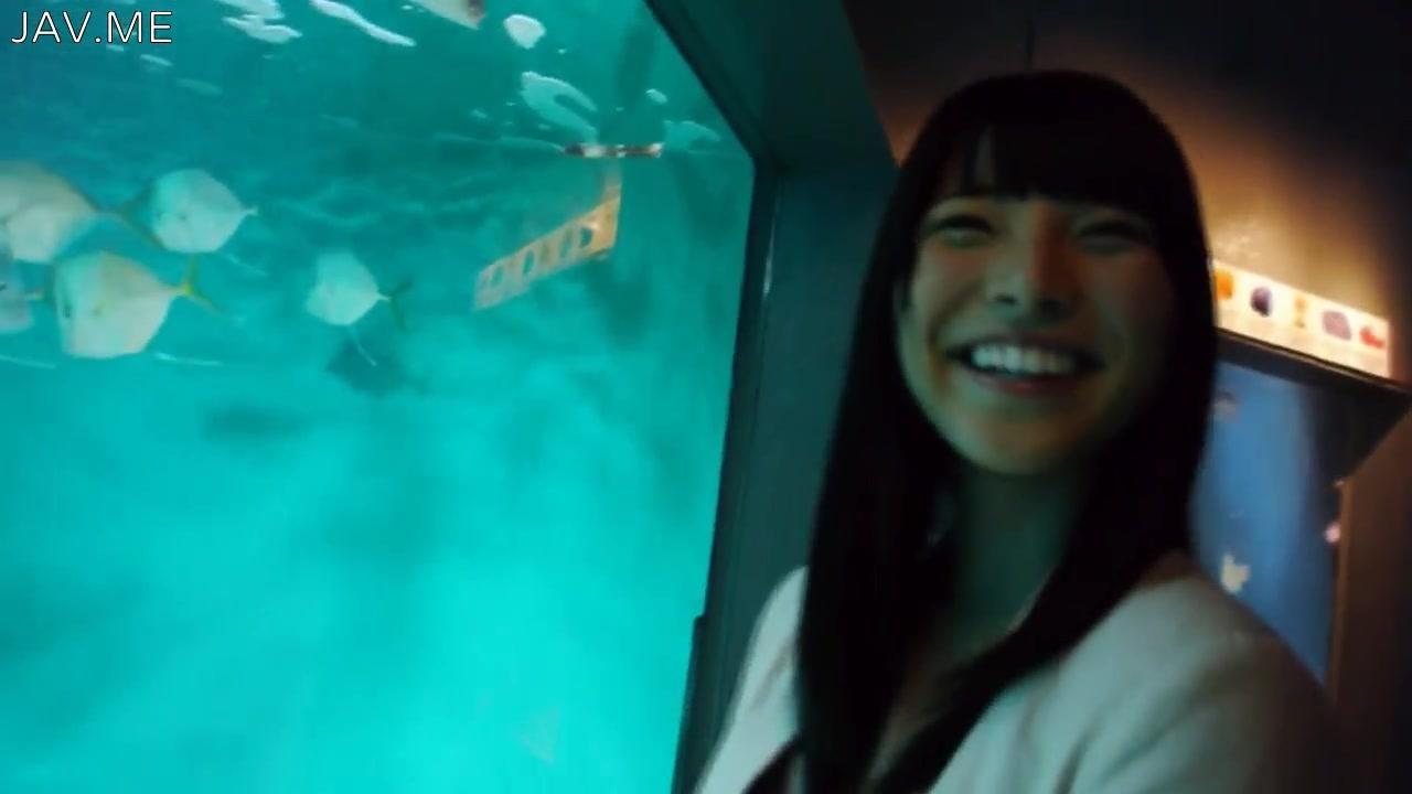 上原亜衣 優しくて笑顔がカワイい恋人と水族館デートとかうらやましけしからん