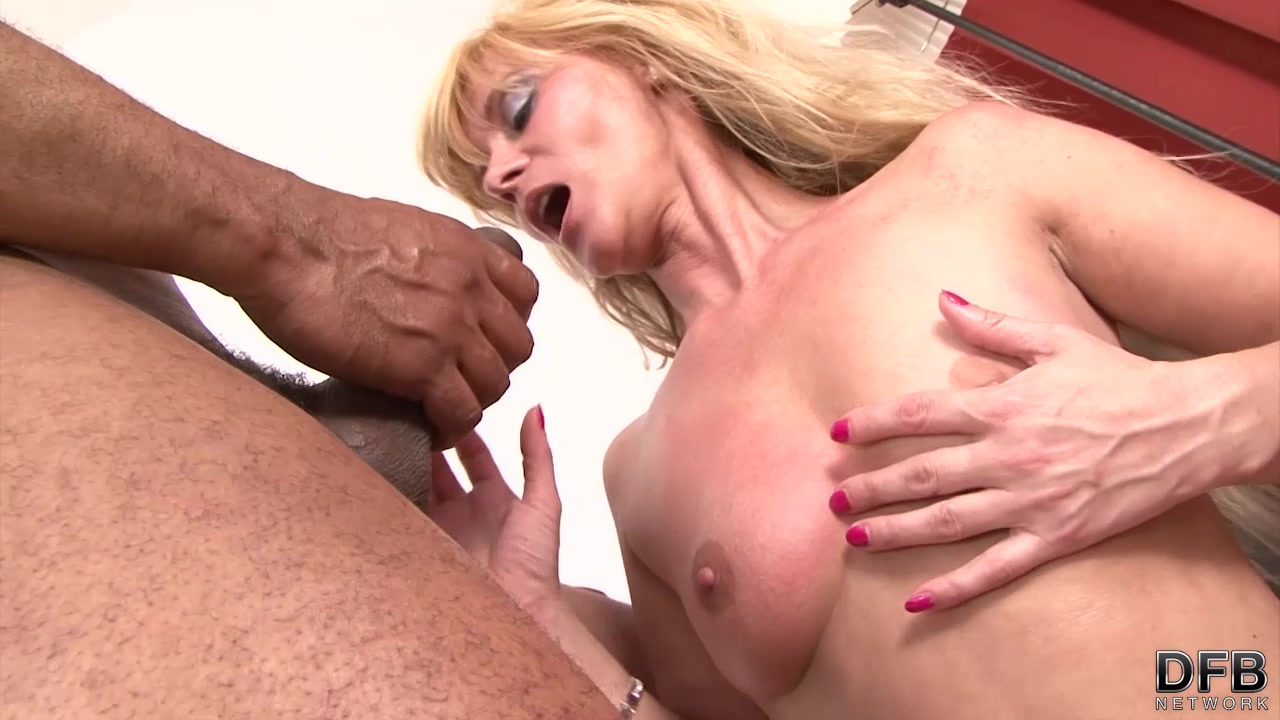 White cougar squirting fucked by black man hardcore interracial sex cumshot 8