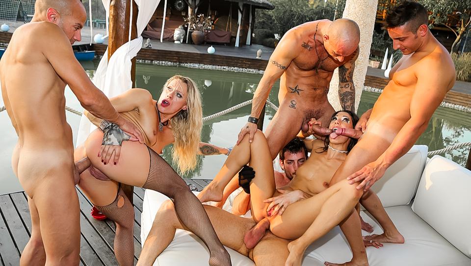 Night club naked girls