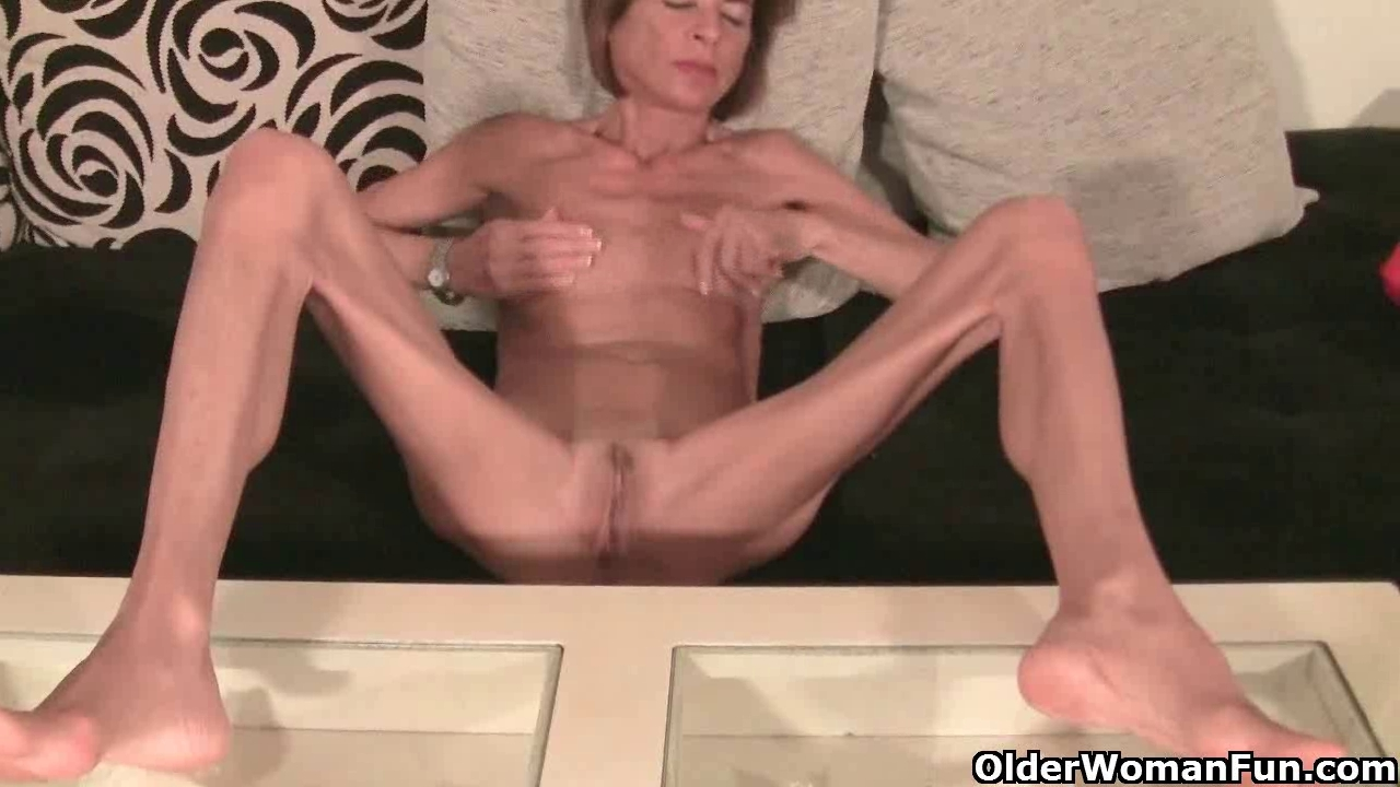 Sexy young milfs having sec